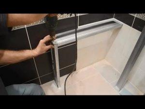 Как сделать полочку между ванной и стеной