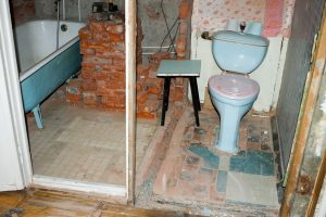 Как укрепить стену между кухней и туалетом