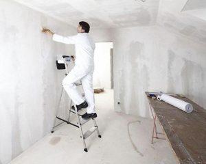 Как правильно подготовить стены под поклейку обоев
