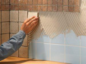 Можно ли напольную плитку класть на стены