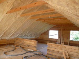 Чем лучше утеплить крышу деревянного дома