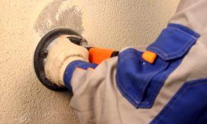 Как убрать декоративную штукатурку со стен