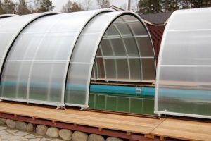 Парник с раздвижной крышей