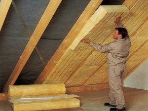 Чем лучше утеплить крышу дома изнутри