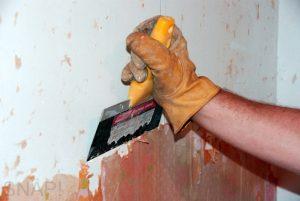 Как снять старую шпаклевку со стен