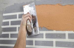 Как сделать кирпичики на стене из штукатурки