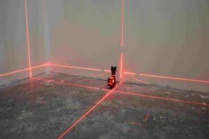Как пользоваться лазерным уровнем для выравнивания стен
