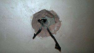 Как укрепить розетки выпадающие из стены