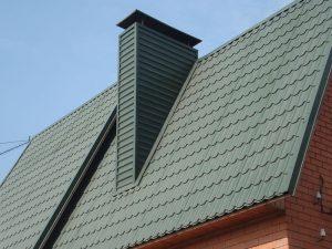 Отделка дымохода на крыше профнастилом