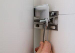 Как повесить бойлер на тонкую стену