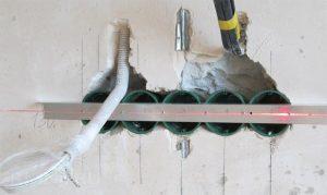 Установка блока розеток в бетонную стену